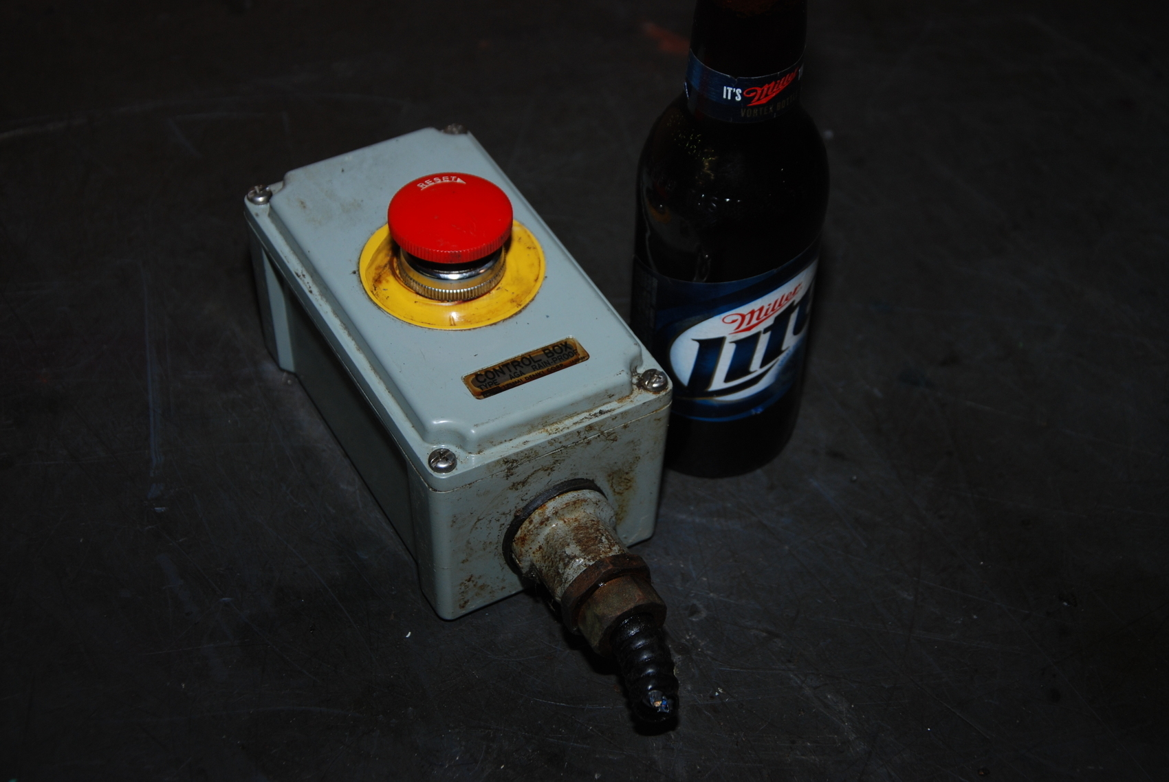 Izumi Denki Rain-proof Emergency STOP push button Control Box Mazak