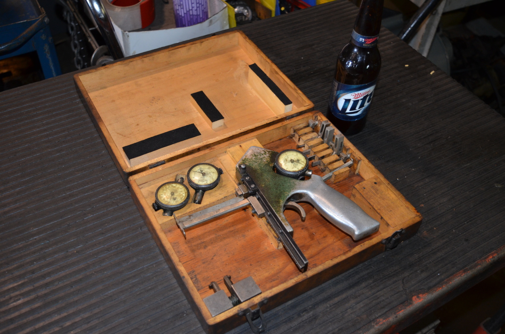 Federal AT-23 Inside Caliper Micrometer Gage Set in a wooden case