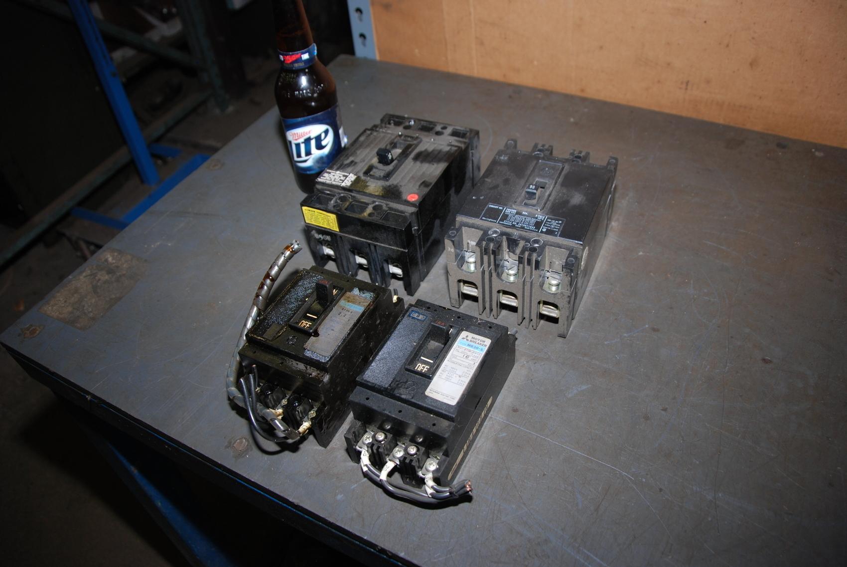 Lot of 4 Circuit Breacker;General Electric;Mitsubishi;Westinghouse