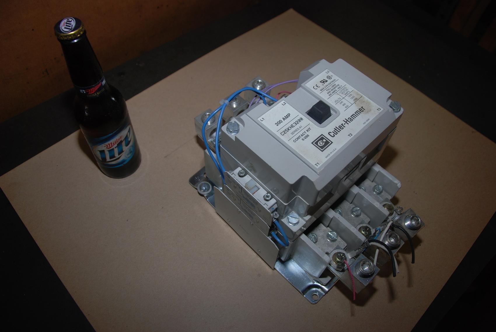 Cutler-Hammer C25KNE3200 Contactor 200AMP-600V