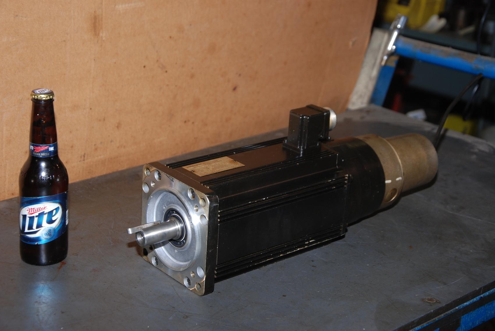 Indramat 090B-ND-3-C/110-B-1/S005 3Phase Servo Motor