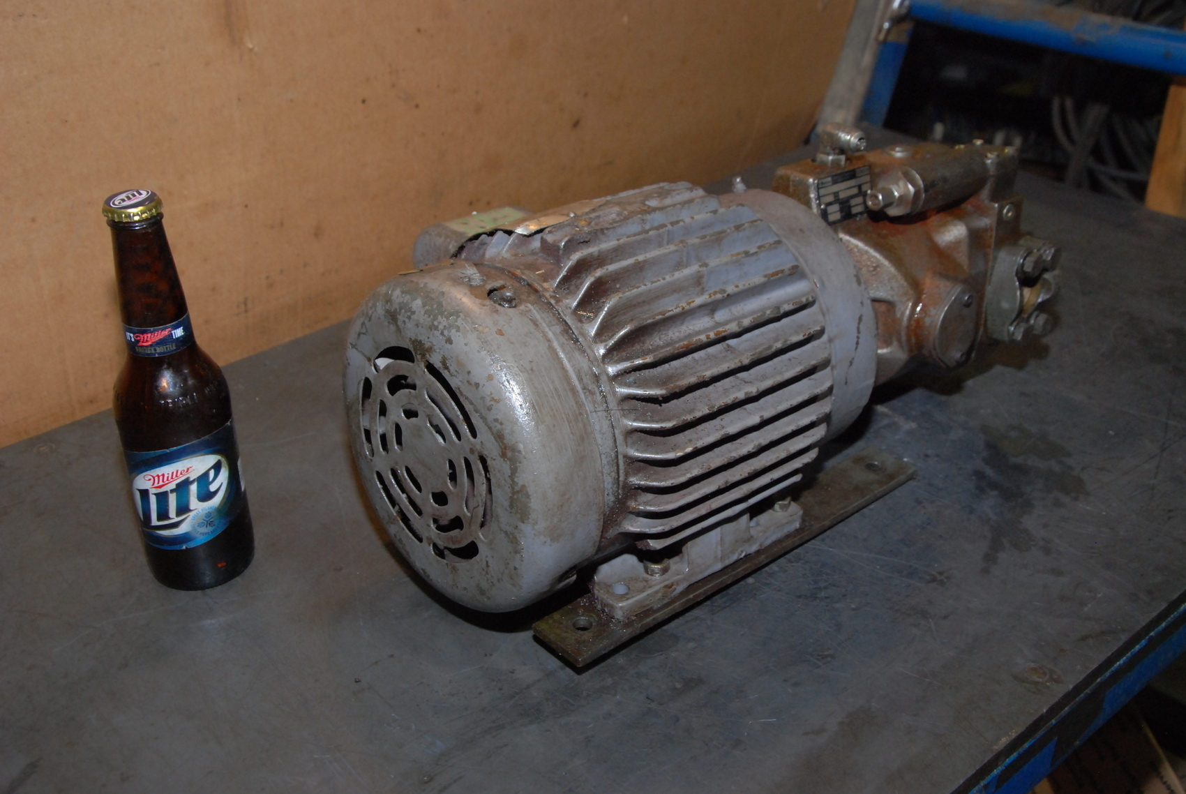 Parker PVP1610B7L212 Hydraulic Pump/Baldor MEE2P7CF Motor 3Phasae