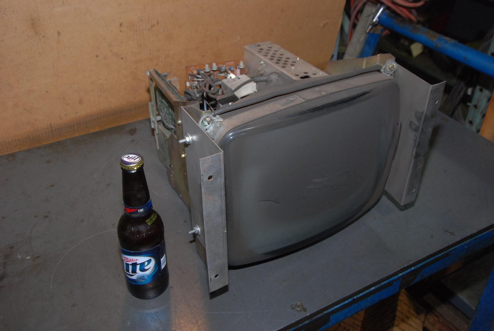 Hitachi M34KDZ30X88 CNC Display Terminal Monitor