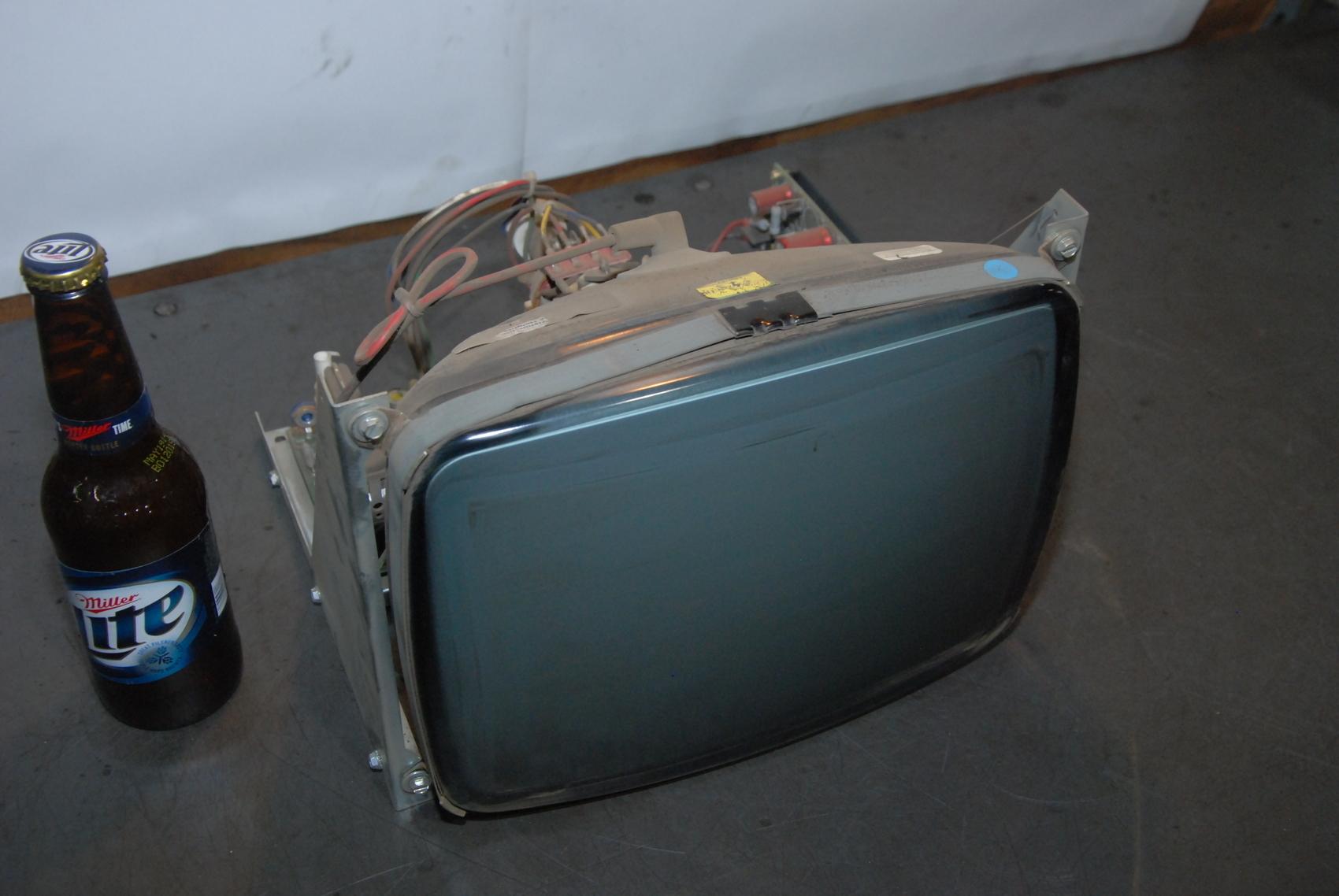 OMNI VISION LP1218FHW crt CNC MONITOR TV MAZAK OKUMA