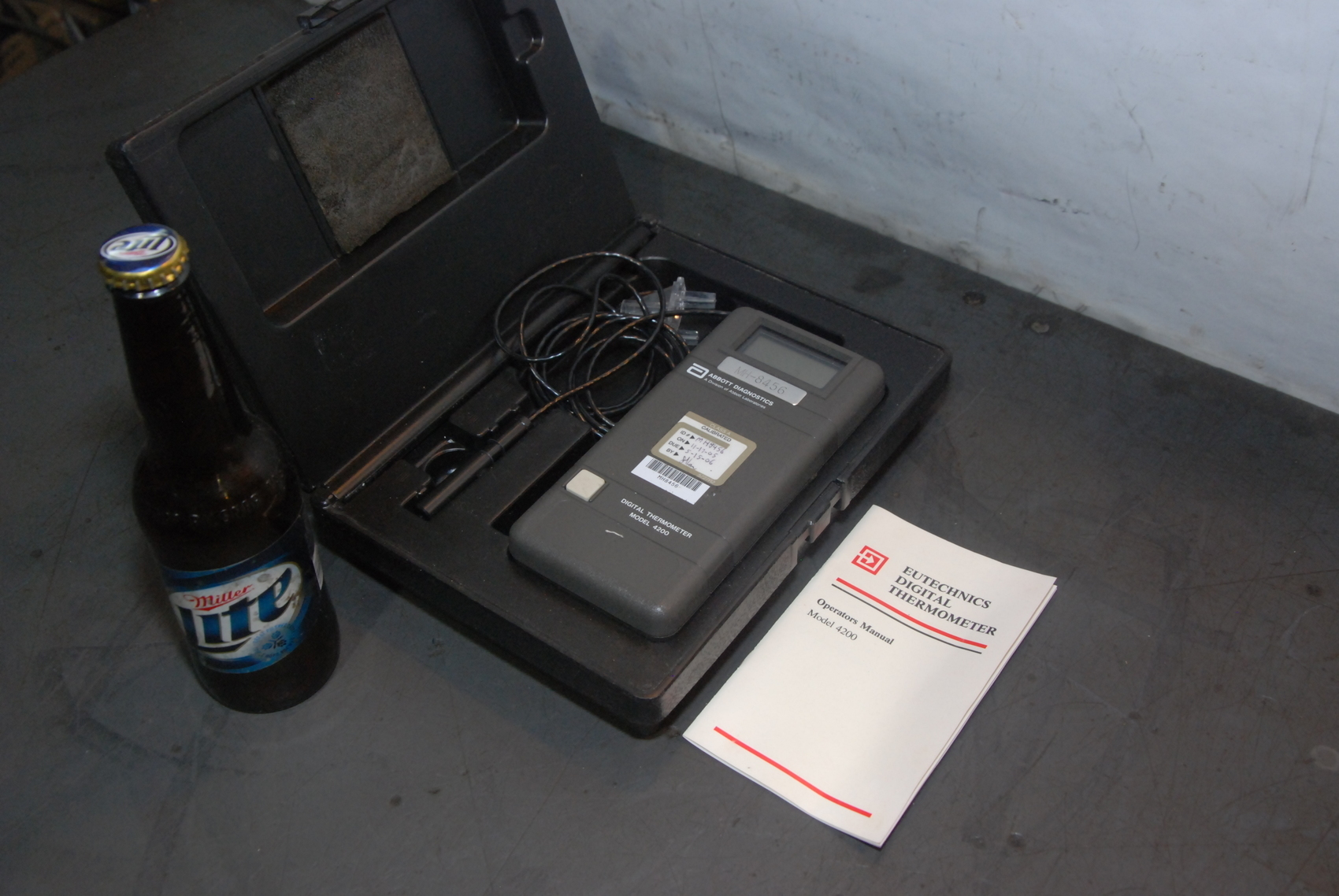 ABBOTT DIAGNOSTICS DIGITAL THERMOMETER W/CASE,MODEL 4200