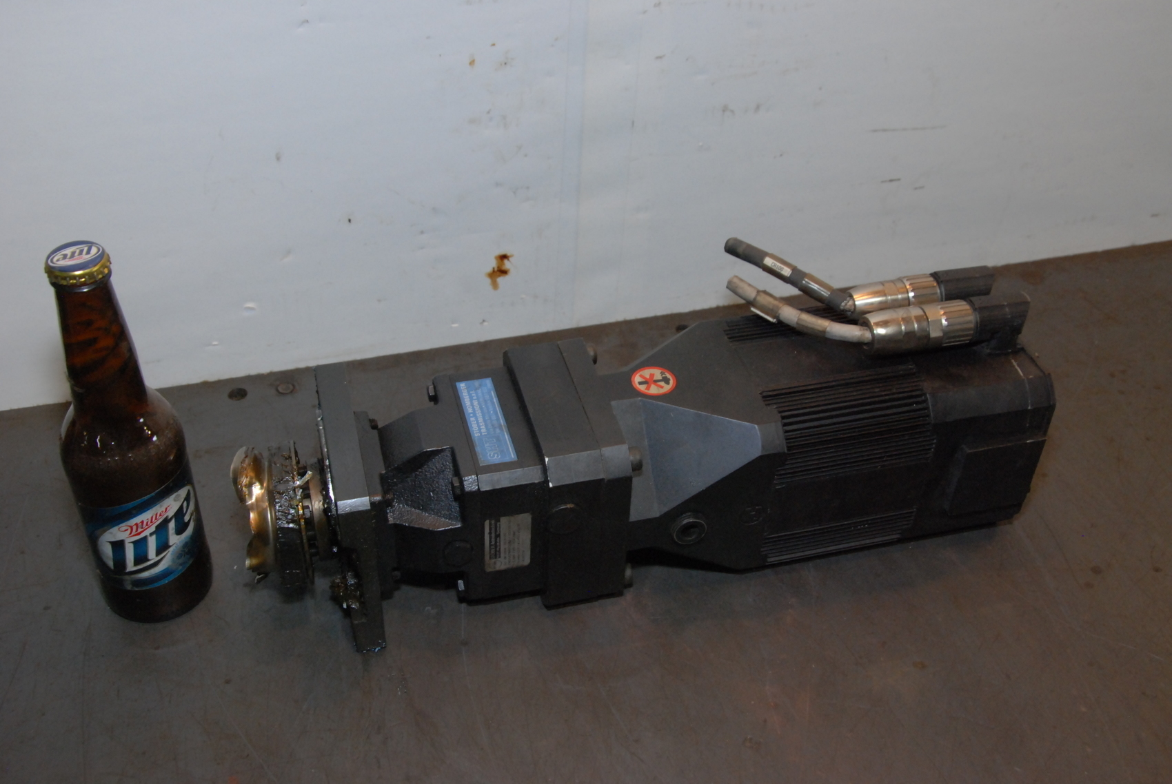 ABB SERVO MOTOR 8C423000YA02SG3EB prima power laser