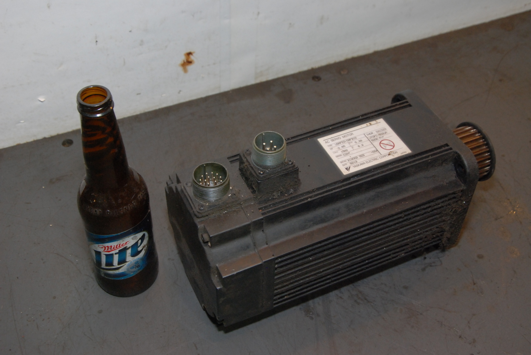 Yaskawa USAFED-09FB1C AC Servo Motor