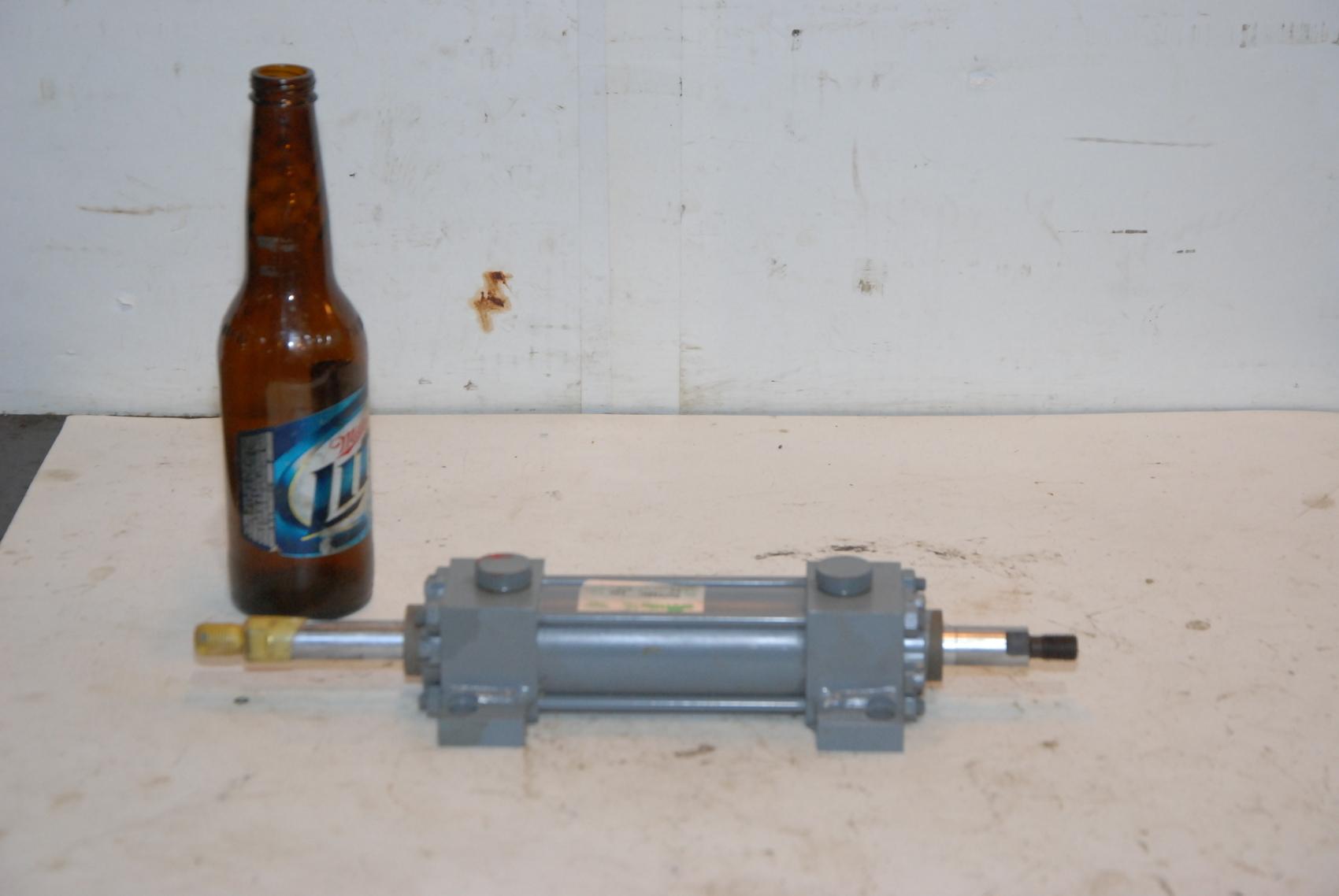 "NEW MIL.SURPLUS Miller DA-72B2N,Air Cylinder 1.5""bore 5/8 rod 3""stroke"